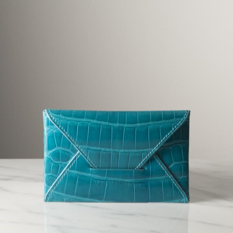 enveloppe-pm-bleu-brillant-crocodile.jpg
