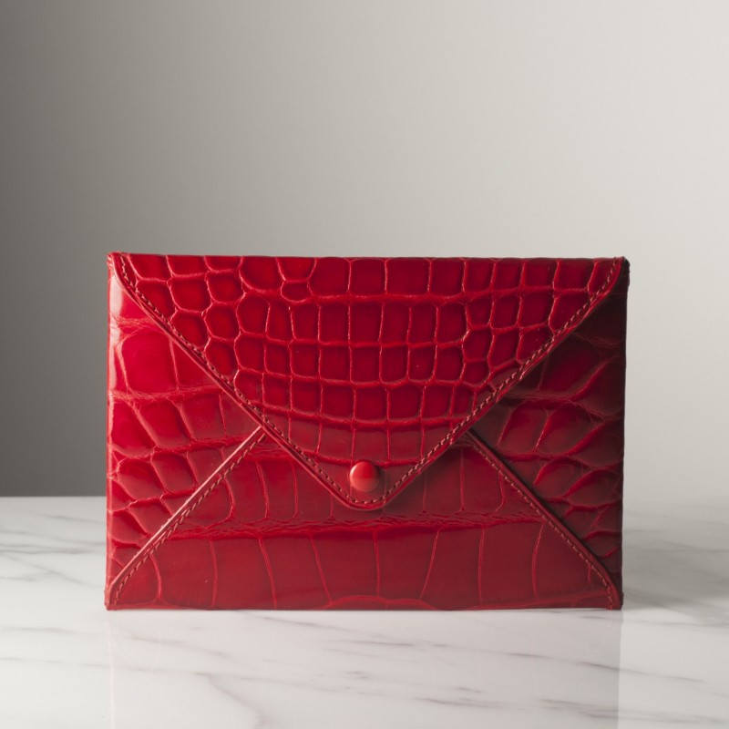 enveloppe-mm-rouge-brillant-crocodile.jpg