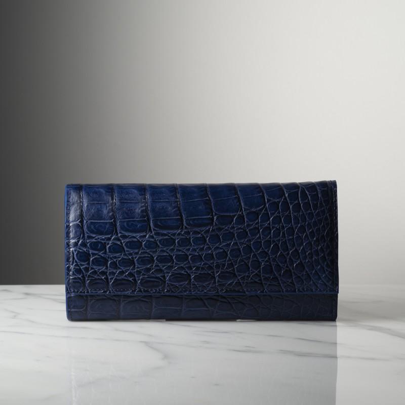 suzanne-bleu-mat-crocodile.jpg